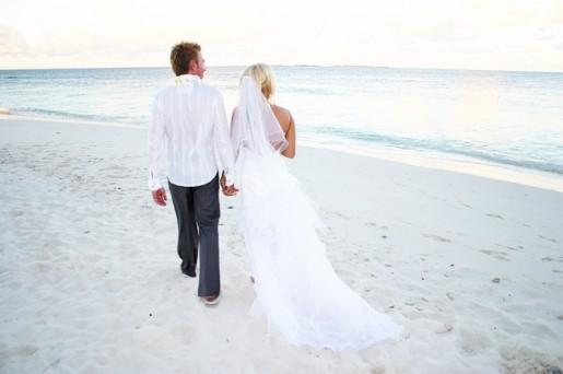 kuda bandos maldives sun set wedding